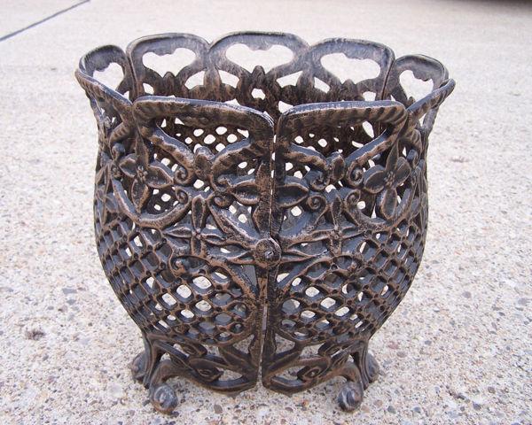 Picture of 12-inch Round Flower Pot - Cast Aluminum - Antique Bronze