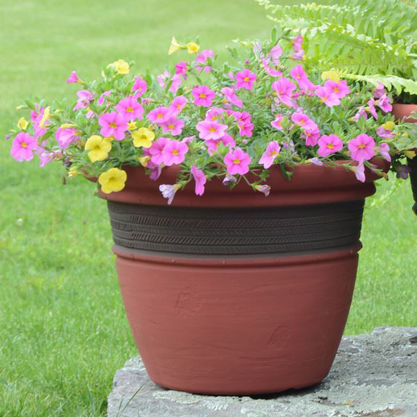 """Picture of Grosfillex Cordoba 16"""" Round Commercial Planter In Red Clay Pack Of 5"""